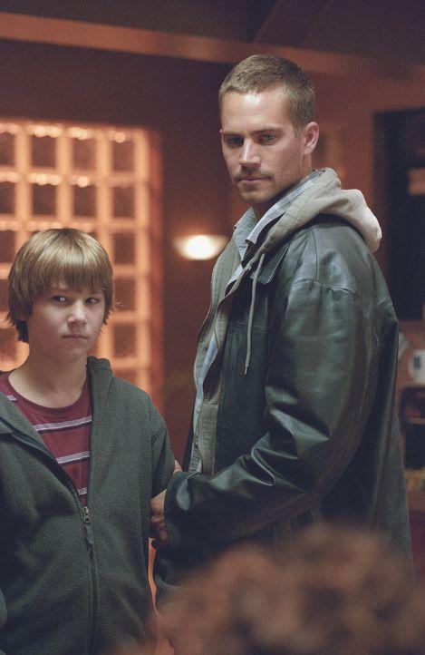 Joey Gazelle (Paul Walker, r.) ist ein kleiner Gangster, der für die richtig bösen Übeltäter die Mordwaffen verschwinden lassen soll. Eines Tages en...
