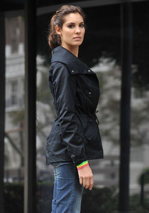 Um einen neuen Fall zu lösen, organisiert das Team einen inszenierten Überfall, bei dem Kensi (Daniela Ruah) - vorgetäuscht - von Kugeln getroffen z... - Bildquelle: CBS Studios Inc. All Rights Reserved.