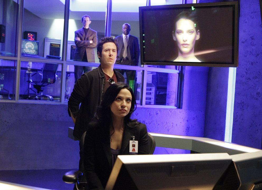 Ein neuer schwieriger Fall, stellt Amita (Navi Rawat, vorne) und Don (Rob Morrow, hinten) ein Rätsel auf ... - Bildquelle: Paramount Network Television