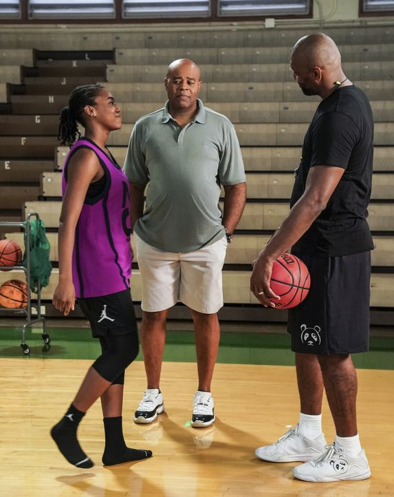 (v.l.n.r.) Siobhan (Nia Holloway); Lou Grover (Chi McBride); Metta World Peace (Metta World Peace) - Bildquelle: Karen Neal 2019 CBS Broadcasting, Inc. All Rights Reserved. / Karen Neal