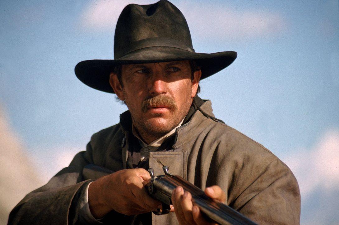 Wyatt Earp (Kevin Costner) hat seine eigenen Gesetze wenn es um den Kampf um Gerechtigkeit geht ... - Bildquelle: Warner Bros.