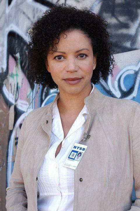 Erica Weston (Gloria Reuben), die Beauftragte des NTSB, der Verkehrssicherheitsbehörde, unterstützt Jon bei seinen Recherchen ... - Bildquelle: Paramount Network Television