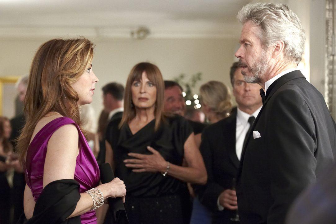 Megan (Dana Delany, l.) macht sich keine Freunde, als sie in der besseren Gesellschaft nach dem Mörder von Daphne Zimmer sucht - vor allem ihre Mutt... - Bildquelle: ABC Studios