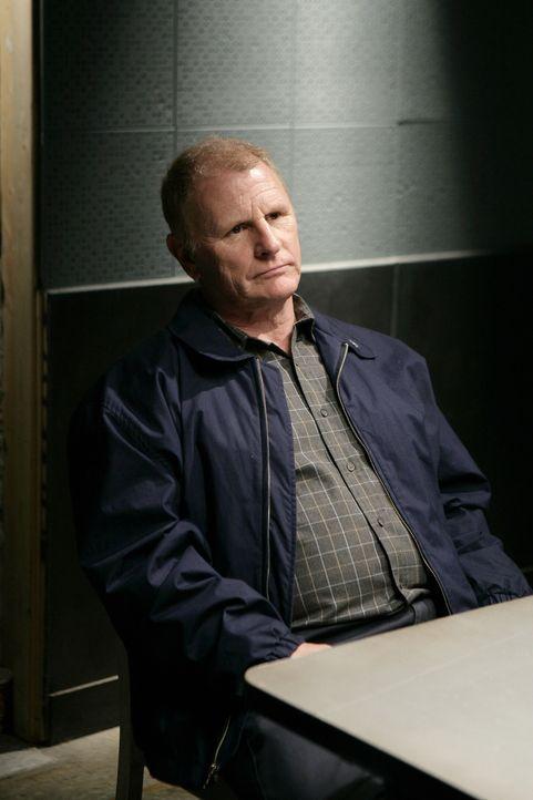 Die Ermittlungen in einem neuen Fall führen zu Daniel (Gordon Clapp), doch hat er wirklich mit dem Mord etwas zu tun? - Bildquelle: Warner Bros. Television