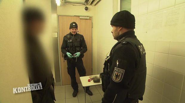 Achtung Kontrolle - Achtung Kontrolle! - Thema U.a: Anzeige Wegen Illegalem Waffenbesitz - Dresden