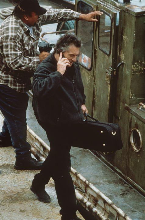 """""""Arbeite immer allein; arbeite niemals dort, wo Du lebst. Die wichtigste aller Regeln aber ist: Lass Dir Zeit, gehe keine Risiken ein!"""". Doch schon... - Bildquelle: Paramount Pictures"""