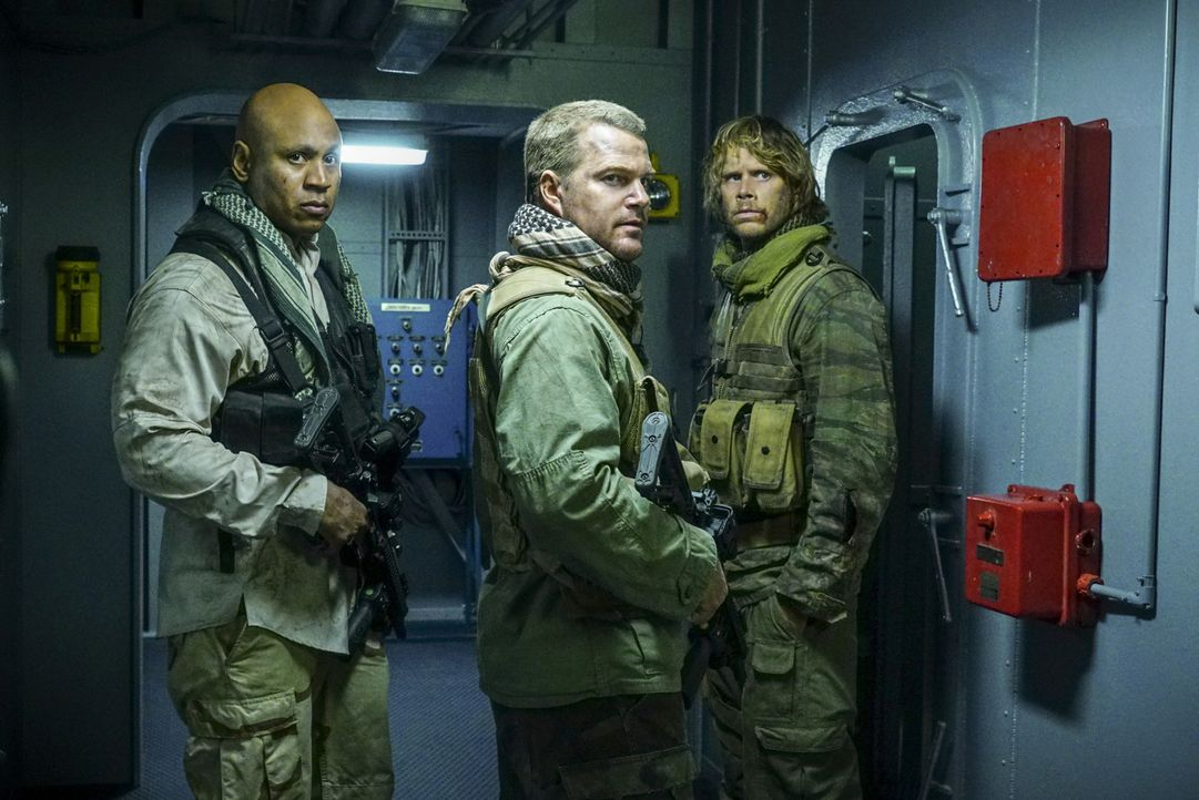 Callen (Chris O'Donnell, M.), Sam (LL Cool J, l.), Deeks (Eric Christian Olsen, r.) und Kensi sind in Syrien, um Asakeem dingfest zu machen. Sie kön... - Bildquelle: Richard Cartwright 2016 CBS Broadcasting, Inc. All Rights Reserved.