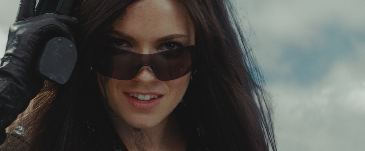 """Die eiskalte """"Baroness"""" (Sienna Miller) macht gemeinsame Sache mit dem Waffen- und Drogenhändler Destro. Ihr Ziel ist die Weltherrschaft! - Bildquelle: 2009 Paramount Pictures Corporation. All Rights Reserved."""