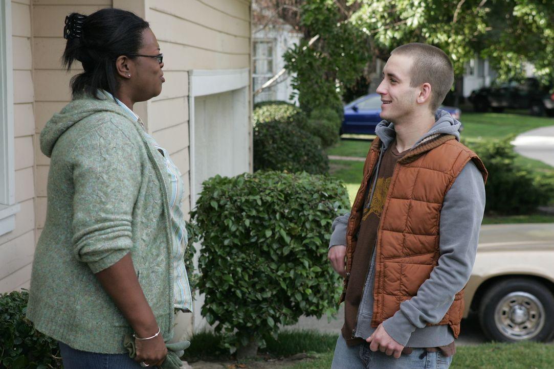 Da seine Mutter ihn und seine kleinen Geschwister verlassen hat, arbeitet der 15-jährige Matt (Will Rothaar, r.) als Fahrradkurier und als Aushilfe... - Bildquelle: Warner Bros. Entertainment Inc.