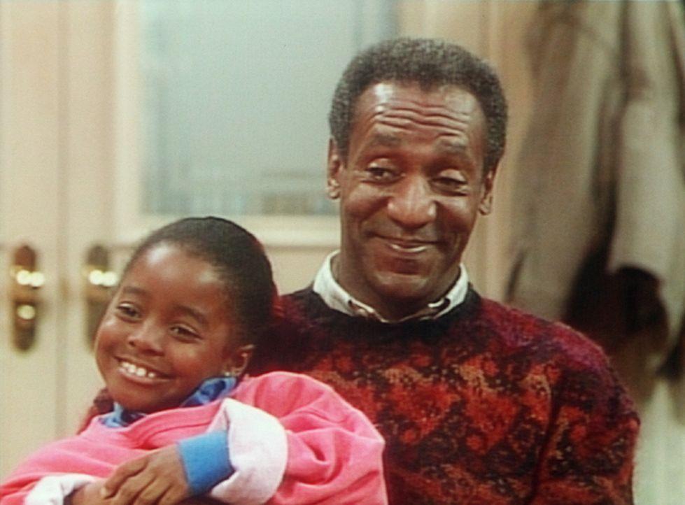 Rudy (Keshia Knight Pulliam, l.) und Cliff (Bill Cosby, r.) erinnern sich an alte Zeiten ... - Bildquelle: Viacom