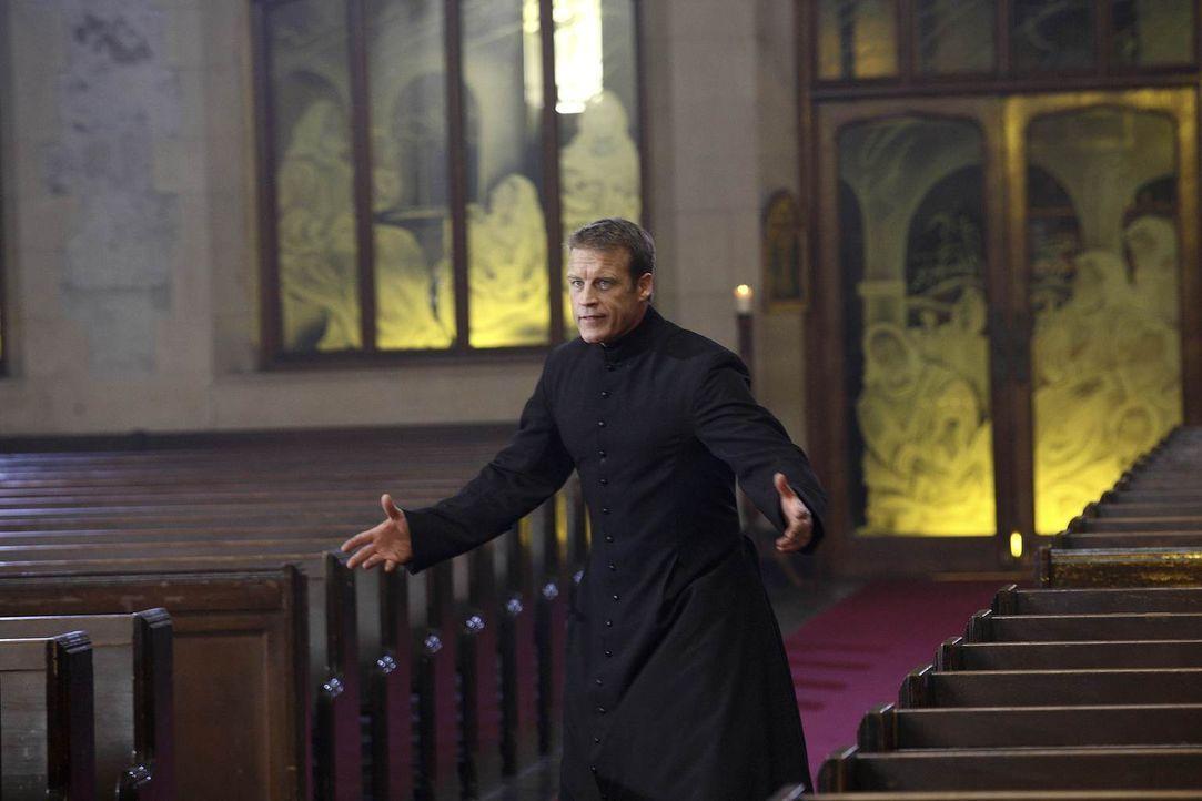 Im Kloster wartet ein neuer Job auf ihn: Christopher Chance (Mark Valley) ... - Bildquelle: Warner Brothers