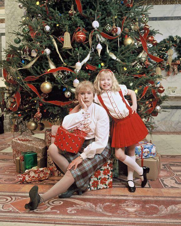 Feiern Weihnachten im Plaza Hotel: Eloise (Sofia Vassilieva, r.) und Nanny (Julie Andrews, l.) ... - Bildquelle: DiNovi Pictures