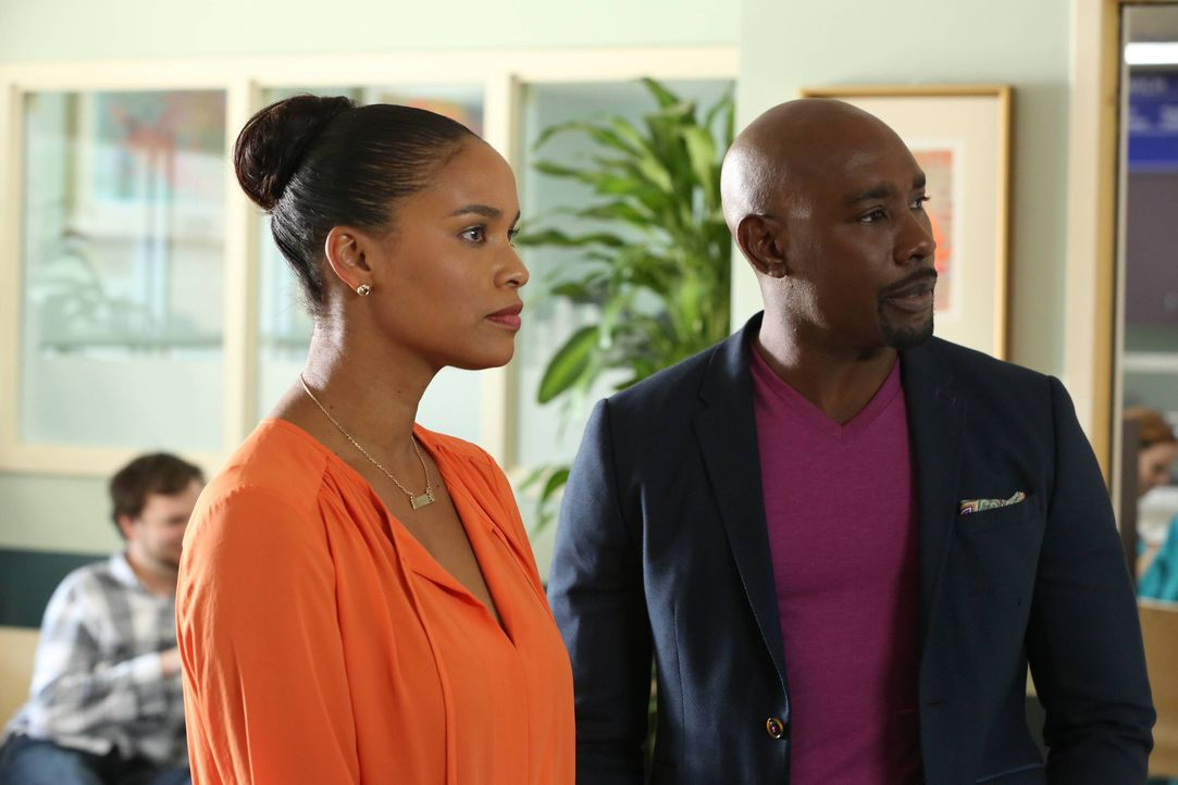 Während sich Rosewood (Morris Chestnut, r.) längst damit abgefunden hat, in Miami keinen Herzspezialisten zu finden, läuft ihm zufällig eine attrakt... - Bildquelle: 2015-2016 Fox and its related entities.  All rights reserved.