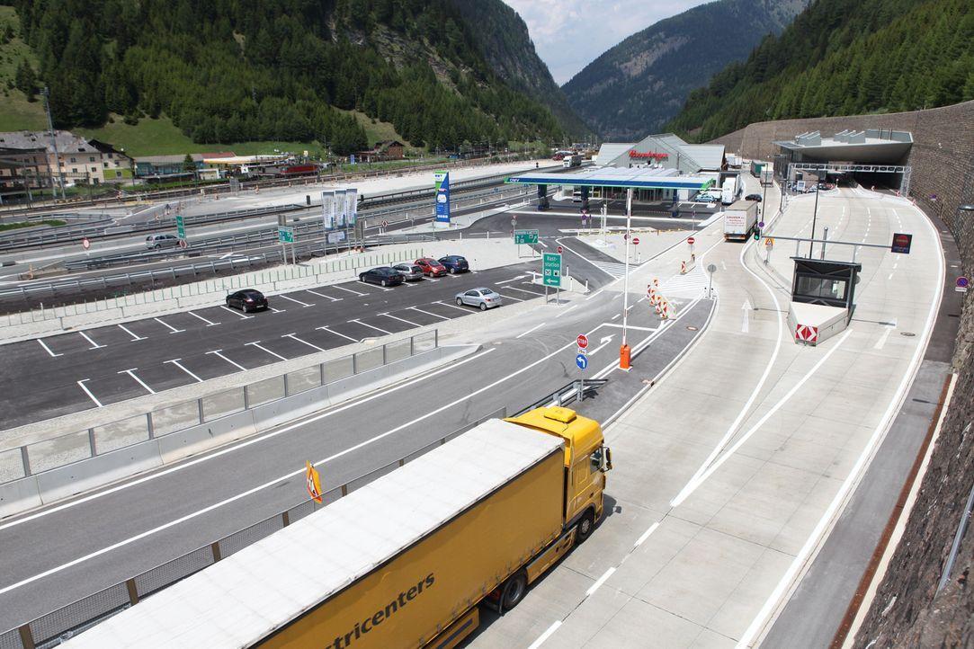 Der Brenner: DAS Nadelöhr jeder Italien-Reise. Der Pass muss den Transit von über 27.000 PKW und 5300 LKW bewältigen - täglich! Nun soll genau a... - Bildquelle: kabel eins