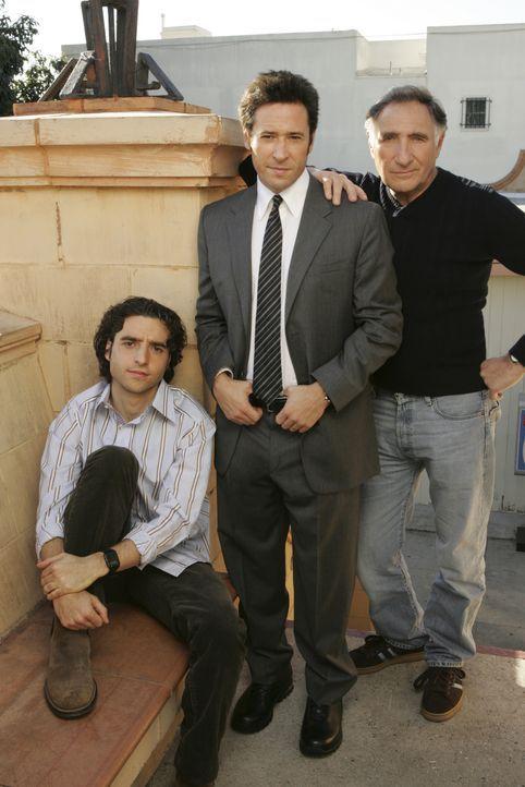 (2. Staffel) - Alan (Judd Hirsch, r.) ist stolz auf seine beiden Söhne Don (Rob Morrow, M.) und Charlie (David Krumholtz, l.), die gemeinsam schwier... - Bildquelle: Paramount Network Television