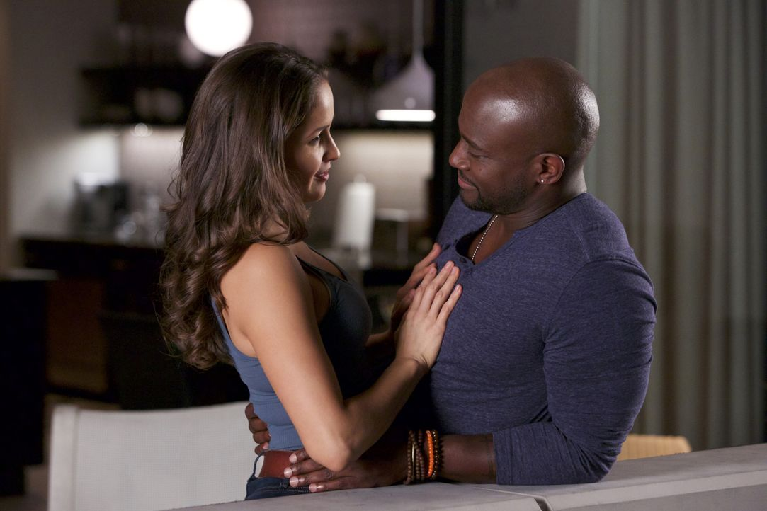 Legen in ihrem Liebesleben eine kleine Pause ein - mit weitreichenden Folgen: Villa (Jaina Lee Ortiz, l.) und Mike (Taye Diggs, r.) ... - Bildquelle: 2015-2016 Fox and its related entities.  All rights reserved.