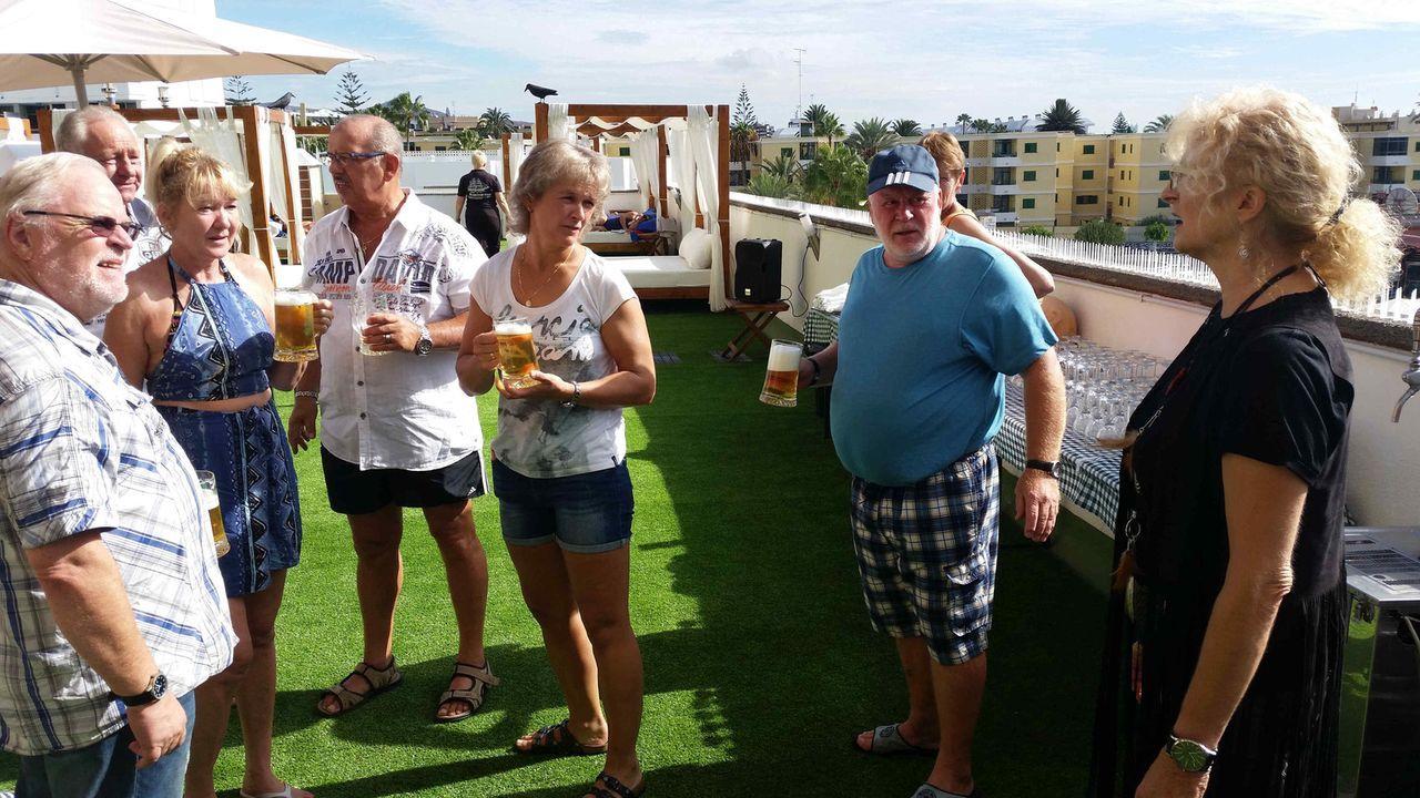 Auswanderer-Ehepaar Roland und Margit gehört ein eigenes Hotel auf Gran Canaria - doch sie selbst haben keine Zeit für Urlaub ... - Bildquelle: kabel eins