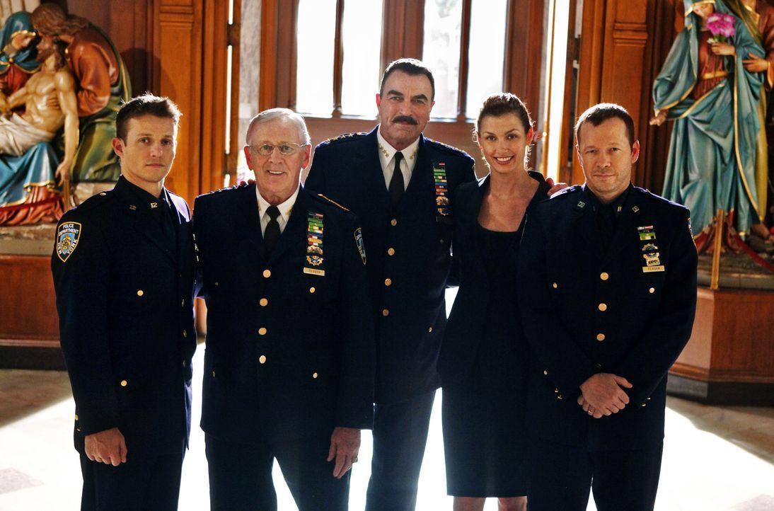 (1. Staffel) - Familie Reagan teilt eine berufliche Leidenschaft. Sie haben sich der Bekämpfung der Kriminalität von New York verschrieben (v.l.n.r.... - Bildquelle: 2010 CBS Broadcasting Inc. All Rights Reserved