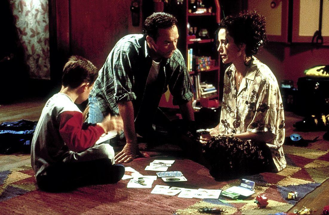 Um sein Geheimnis wahren zu können, verstrickt sich Doug (Michael Keaton, M.) in Lügengeschichten. Das bleibt seiner Frau Laura (Andie MacDowell,... - Bildquelle: Columbia TriStar