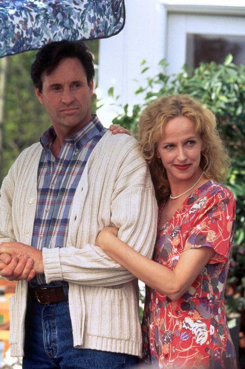 Bob (Robert Hays, l.) und seine Frau Laura (Kim Greist, r.) freuen sich auf den bevorstehenden Campingurlaub mit der ganzen Familie. - Bildquelle: Walt Disney Pictures