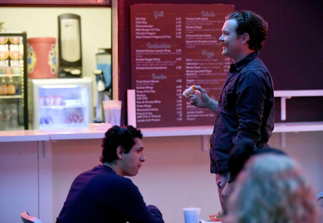 Nicht nur in seinem Job kann er Erfolge verzeichnen, Riggs (Clayne Crawford) findet auch endlich in Molly und Ben eine echte Familie ... - Bildquelle: Warner Brothers