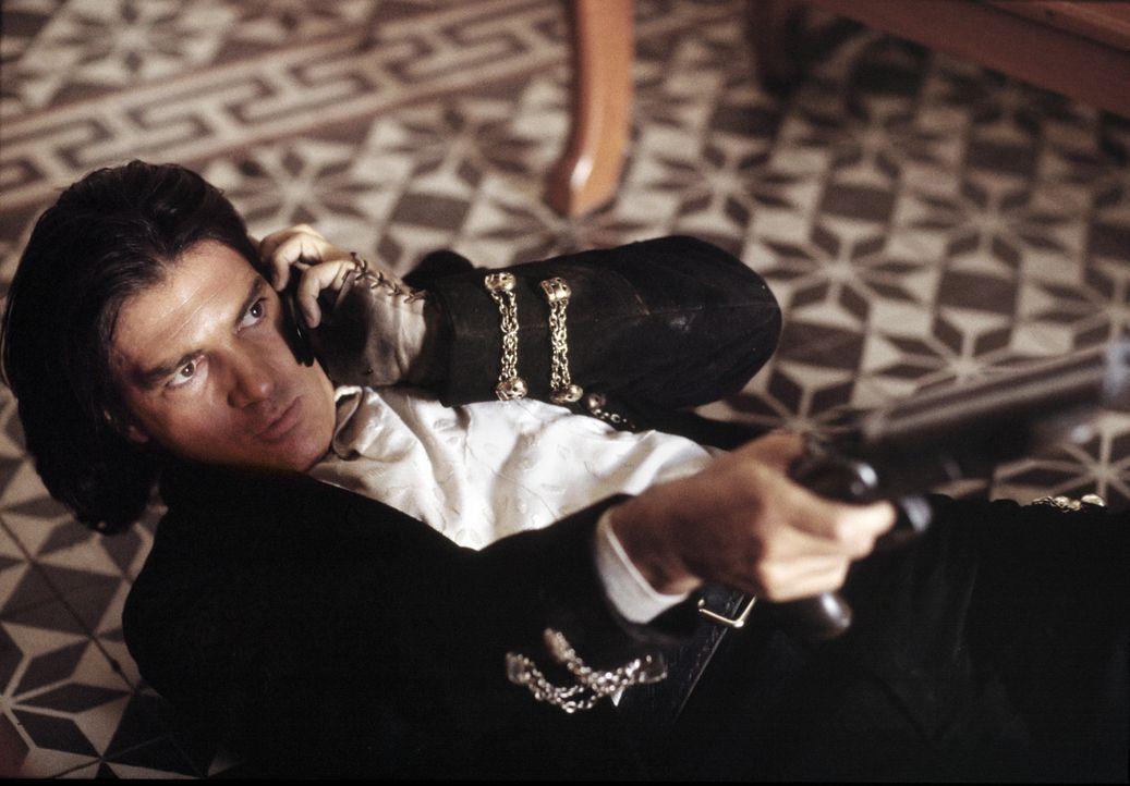 Nach einer erschütternden Tragödie in seinem Leben hat sich El Mariachi (Antonio Banderas) einem Leben in Einsamkeit und Isolation ergeben. Er wir... - Bildquelle: Columbia Pictures Corporation