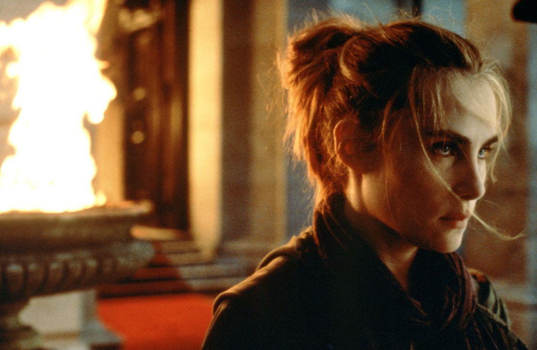 Das schöne, namenlose Mädchen (Emmanuelle Seigner) kennt seinen Auftrag, doch der Buch-Detektiv Dean Corso kann sich ihre Absichten nicht erkläre... - Bildquelle: 20th Century Fox of Germany