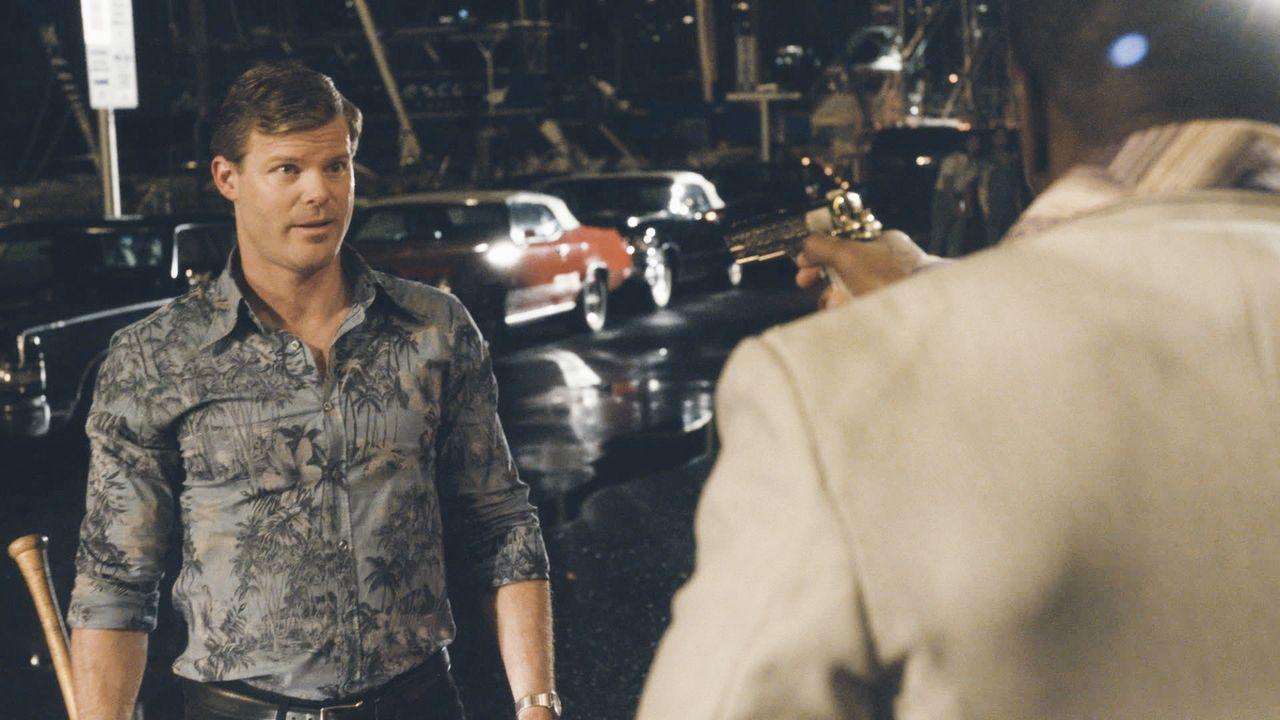 John McGarrett (Ryan Bittle), Steves Vater, war dem Auftragskiller schon in seiner aktiven Zeit auf den Fersen, doch das brachte ihn in gefährliche... - Bildquelle: 2018 CBS Broadcasting, Inc. All Rights Reserved
