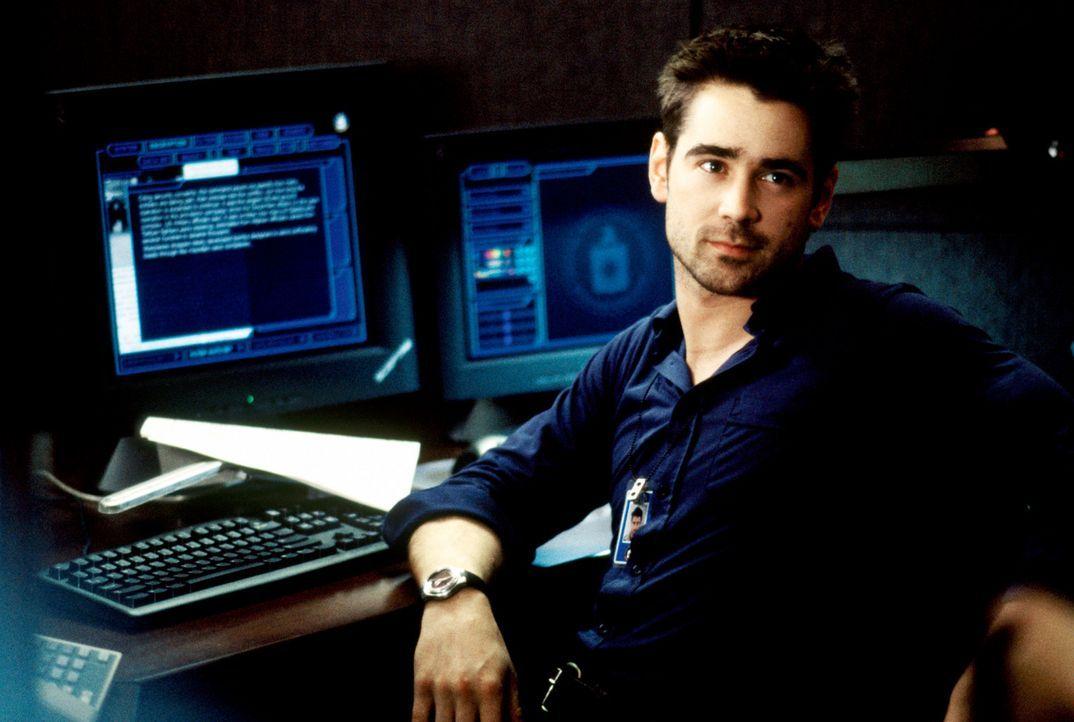 Der Aushilfskellner und Harvard-Absolvent James Clayton (Colin Farrell) ist kurz davor, mit einigen Freunden ein innovatives Computerprogramm zu ver... - Bildquelle: SPYGLASS ENTERTAINMENT GROUP.LP.ALL RIGHTS RESERVED