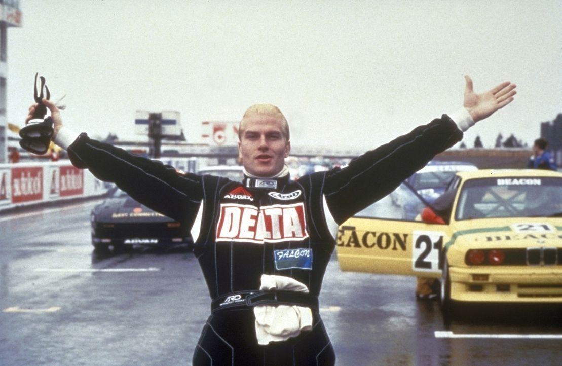 Der gesuchte Gangster Cougar (Thorsten Nickel) hat nur eine wirkliche Schwäche: Er liebt Autorennen über alles ... - Bildquelle: New Line Cinema