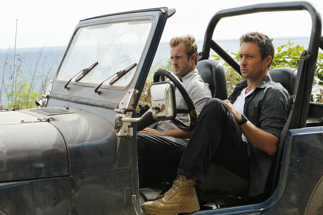 Kämpfen gegen das organisierte Verbrechen an den sonnenverwöhnten Stränden von Hawaii: Steve (Alex O'Loughlin, r.) und Danny (Scott Caan, l.) ... - Bildquelle: TM &   2010 CBS Studios Inc. All Rights Reserved.