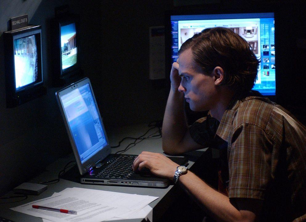 Auf der Suche nach einem Serienbrandstifter: Dr. Spencer Reid (Matthew Gray Gubler) ... - Bildquelle: Touchstone Television
