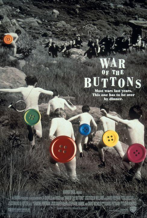 """Seit Generationen herrscht """"Krieg"""" zwischen den Ballys und den Carricks. Zum Zeichen der Überlegenheit werden den Besiegten alle Knöpfe abgeschnitte... - Bildquelle: 2000 Warner Bros. International Television Distribution"""