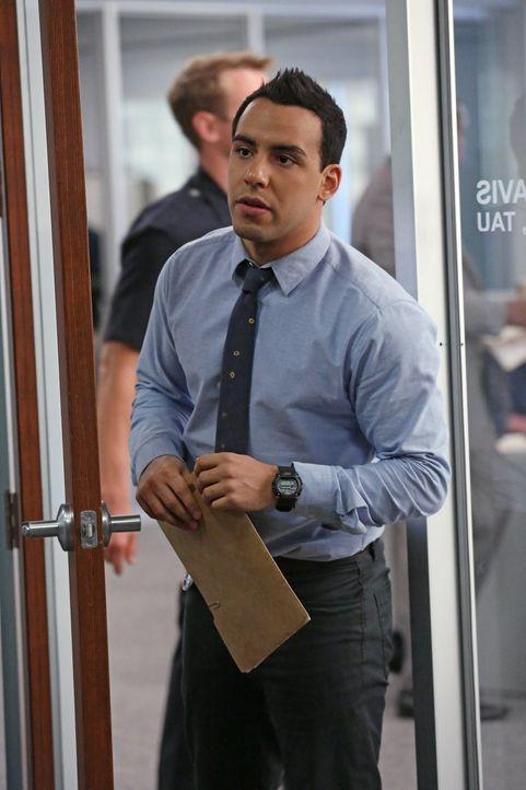 Gemeinsam mit seinen Kollegen versucht Ben (Victor Rasuk), einen Stalker zu stoppen. Doch wird es ihnen gelingen, bevor es ein neues Opfer gibt? - Bildquelle: Warner Bros. Entertainment, Inc.