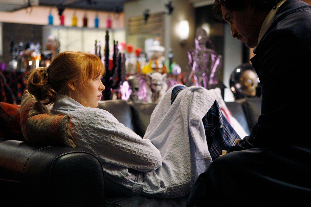 Alexis Castle (Molly C. Quinn, l.) hat ärger mit einer Freundin. Richard Castle (Nathan Fillion, r.) gibt ihr einen guten Rat. - Bildquelle: ABC Studios