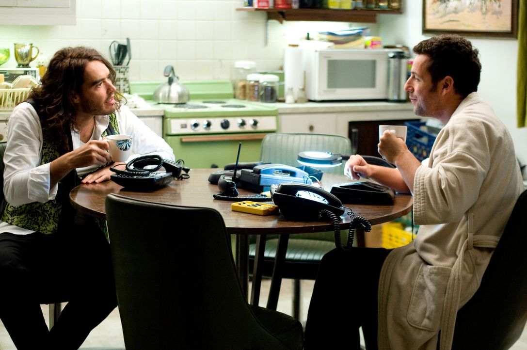 Skeeter (Adam Sandler, r.) und der verrückte Mickey (Russell Brand, l.) sind ein eingespieltes Team. Gemeinsam nehmen sie den Kampf gegen den arroga... - Bildquelle: Disney