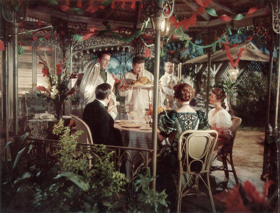 Den drei Gaunern Joseph (Humphrey Bogart, 2.v.l.),  Jules (Peter Ustinov, 3.v. l.) und Albert (Aldo Ray, 3.v.r.) ist es gelungen, die Finanzen der K... - Bildquelle: Paramount Pictures