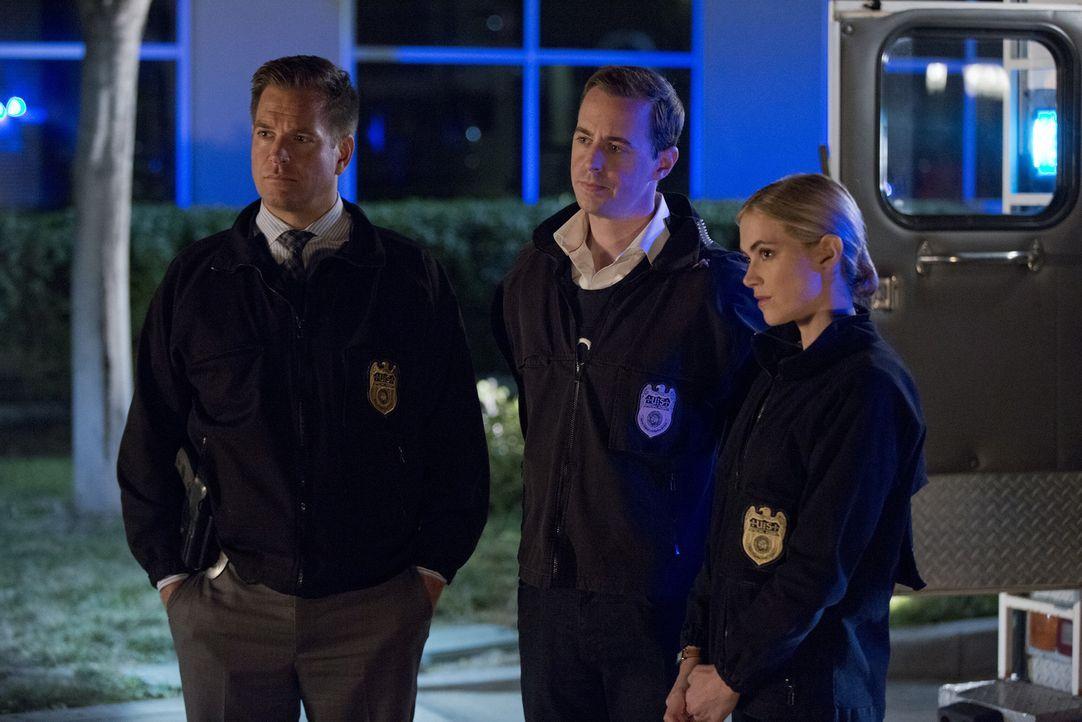 Bei den Ermittlungen in einem neuen Fall, gerät Vance in eine äußerst ungemütliche Situation. Doch können Tony (Michael Weatherly, l.), McGee (Sean... - Bildquelle: Monty Brinton CBS Television