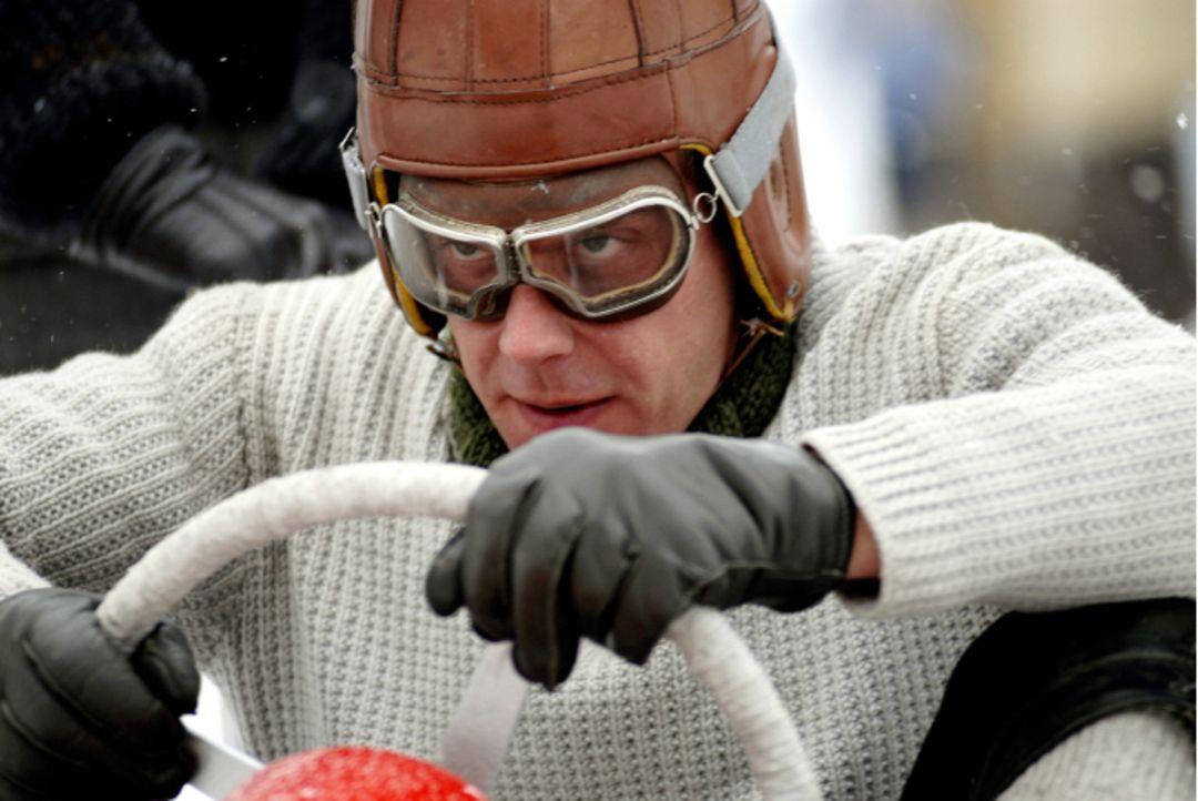Wild entschlossen trainiert der glücklose Schreiner und verhinderte Bobfahrer Gamser (Sebastian Bezzel) für die nationale Qualifikation zur Winter... - Bildquelle: Constantin Film Verleih GmbH
