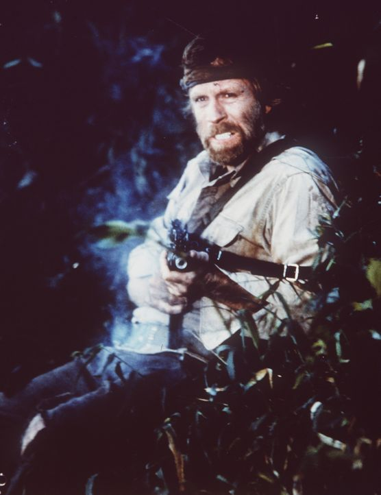 Colonel Braddock (Chuck Norris) ist fest entschlossen, die amerikanischen Gefangenen auf eigene Faust zu befreien ... - Bildquelle: TM &   Metro-Goldwyn-Meyer Studios Inc. All Rights Reserved.