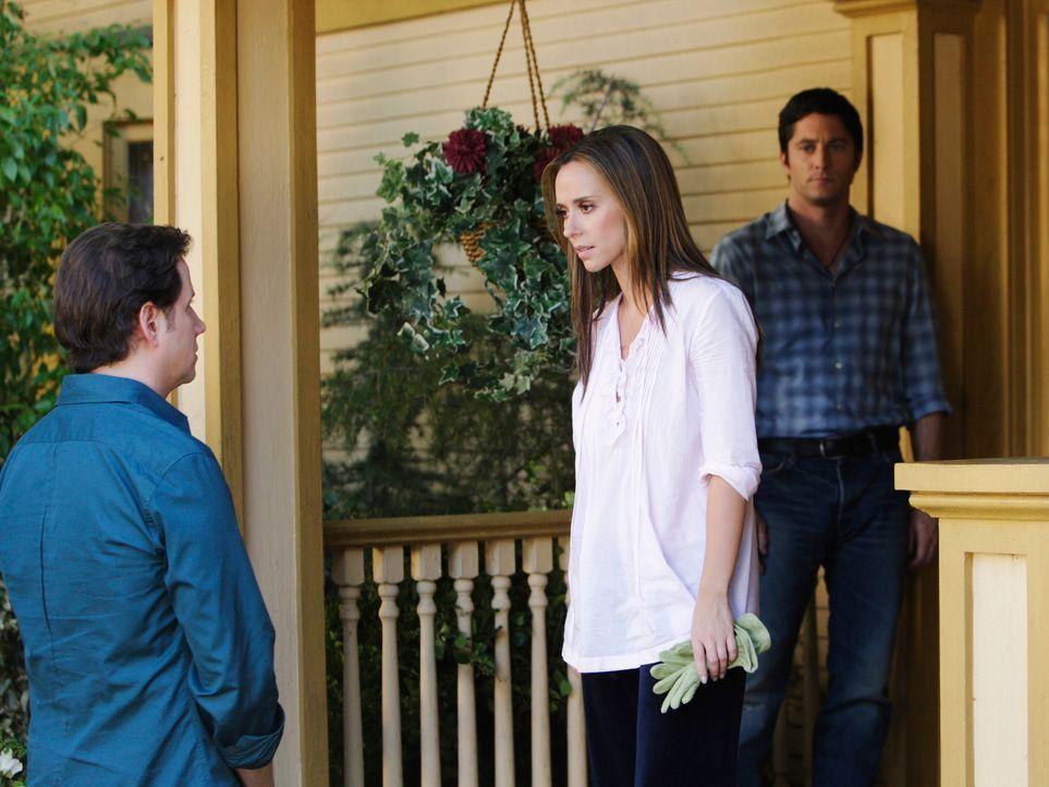 Melinda (Jennifer Love Hewitt, M.) bittet Eli (Jamie Kennedy, l.), den Geist von Jim (David Conrad, r.) dazu zu überreden, endlich ins Licht zu gehe... - Bildquelle: ABC Studios