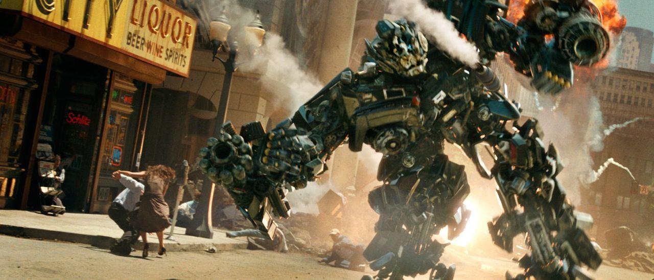 Transformer sind fühlende, denkende Maschinenwesen, die sich als Autos, Panzer oder Flugzeuge tarnen können. Auf der Suche nach dem Energon Cube, de... - Bildquelle: 2008 DREAMWORKS LLC AND PARAMOUNT PICTURES CORPORATION. ALL RIGHTS RESERVED.