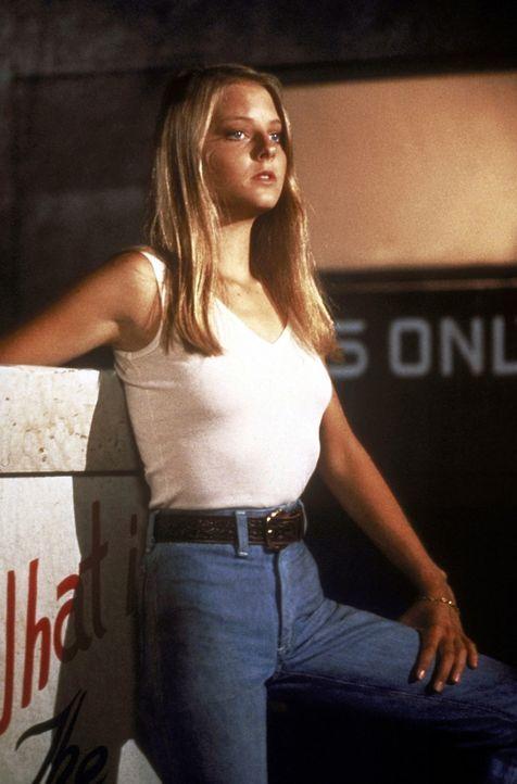Die erst 12 Jahre junge Iris (Jodie Foster) ist von zuhause ausgerissen und dem Zuhälter Sport in die Hände gefallen, der sie dazu bringt, für ih... - Bildquelle: Columbia Pictures