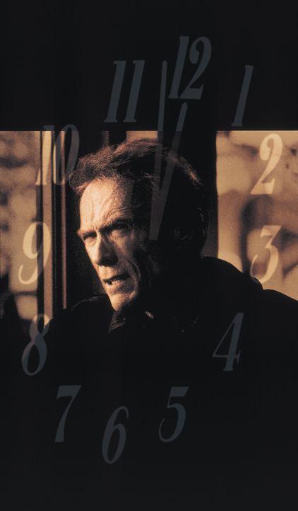 Der abgewrackte Reporter (Clint Eastwood) packt noch einmal ein heißes Eisen an: Er will einen Todeskandidaten vor der Giftspritze retten ... - Bildquelle: Warner Bros.