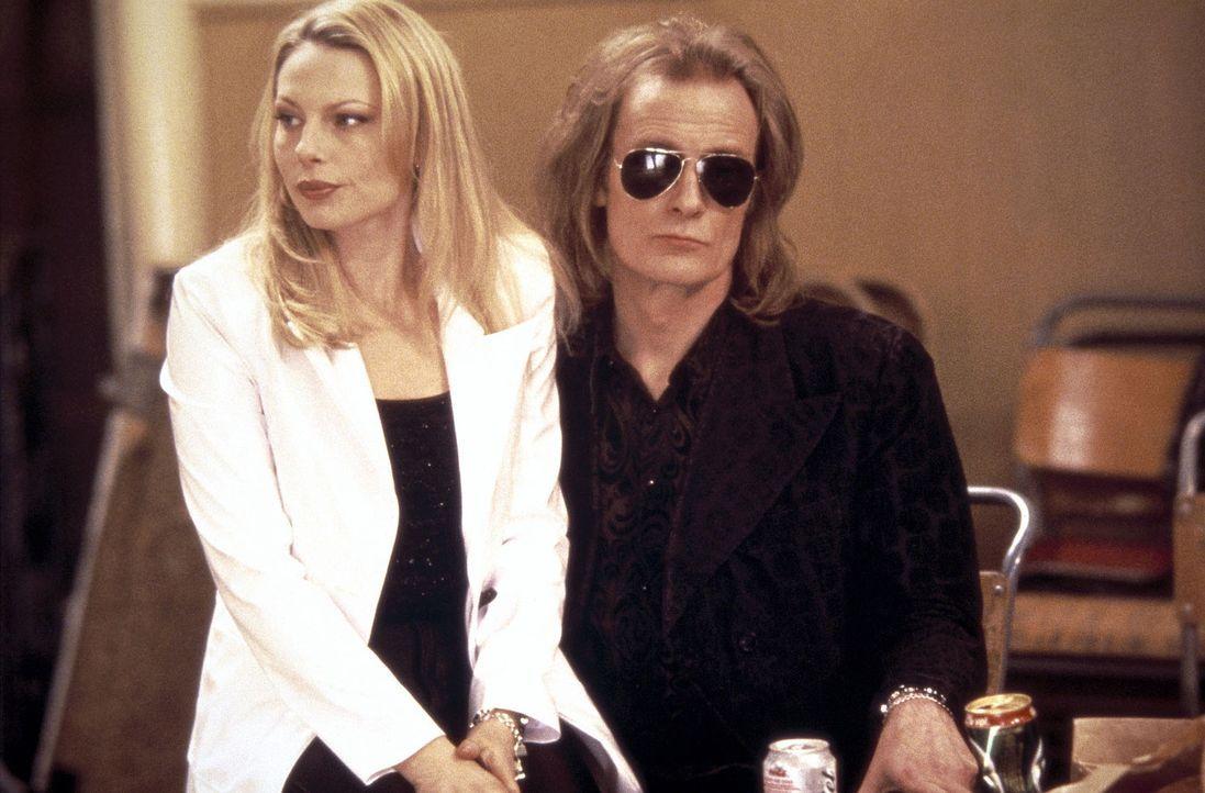 Die temperamentvolle Astrid (Helena Bergström, l.) passt gut auf ihren Mann Ray (Bill Nighy, r.) auf - und das ist auch nötig ... - Bildquelle: Columbia Pictures