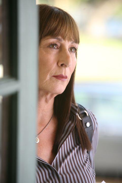Die Vergangenheit holt Cynthia (Anjelica Huston) plötzlich wieder ein ... - Bildquelle: Paramount Network Television