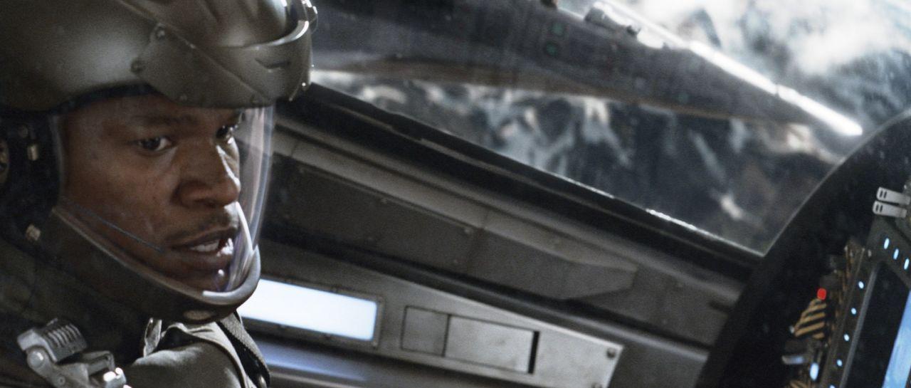 Als ein unbemannter High Tech-Jet seinen eigenen Willen entwickelt und völlig außer Kontrolle gerät, müssen Henry Purcell (Jamie Foxx) und seine Fre... - Bildquelle: 2005 Columbia Pictures Industries, Inc. All Rights Reserved.