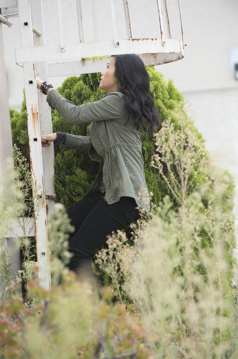 Happy (Jadyn Wong) riskiert ihr Leben, um das Vieler zu retten ... - Bildquelle: Neil Jacobs 2015 CBS Broadcasting, Inc. All Rights Reserved. / Neil Jacobs