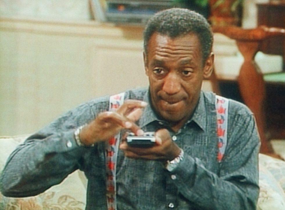 Die Fernbedienung ist für Cliff (Bill Cosby) das Schönste am Fernseher ... - Bildquelle: Viacom