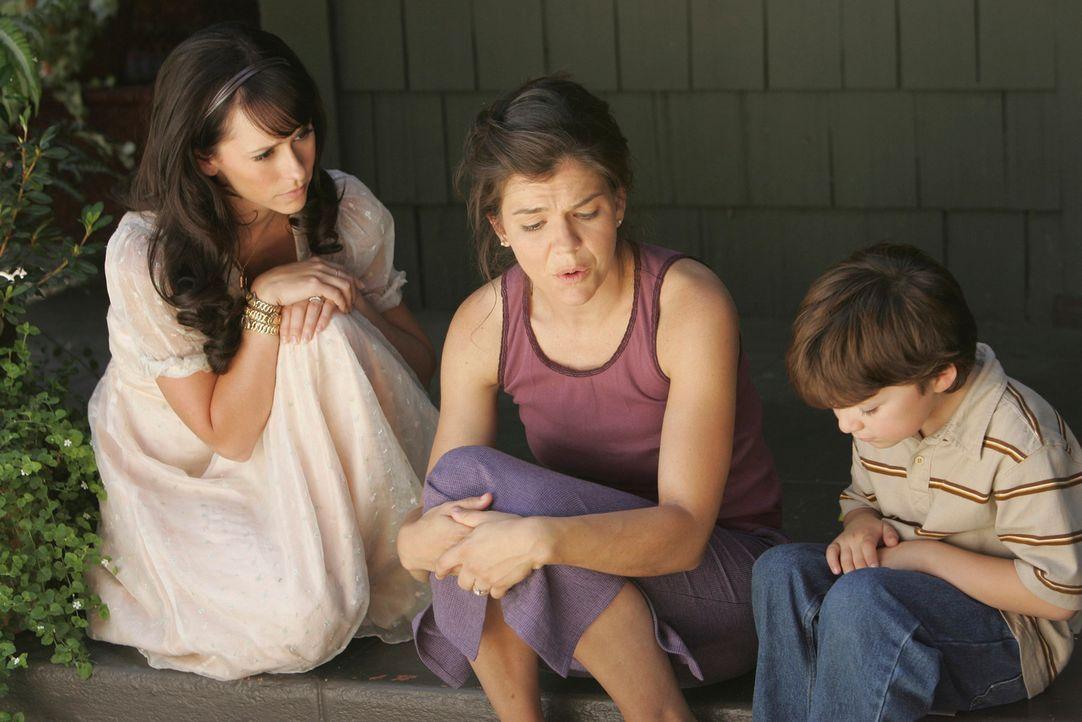 Endlich ist es Melinda (Jennifer Love Hewitt, l.) gelungen, Candace (Paula Cale, M.) davon zu überzeugen, dass nur sie dem Geist ihres Sohnes Kenny... - Bildquelle: ABC Studios